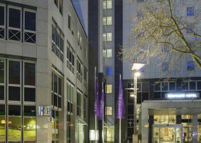 Mercure-Hotel-Bochum-City-Aussenansicht-bei-Nacht-Eingang1
